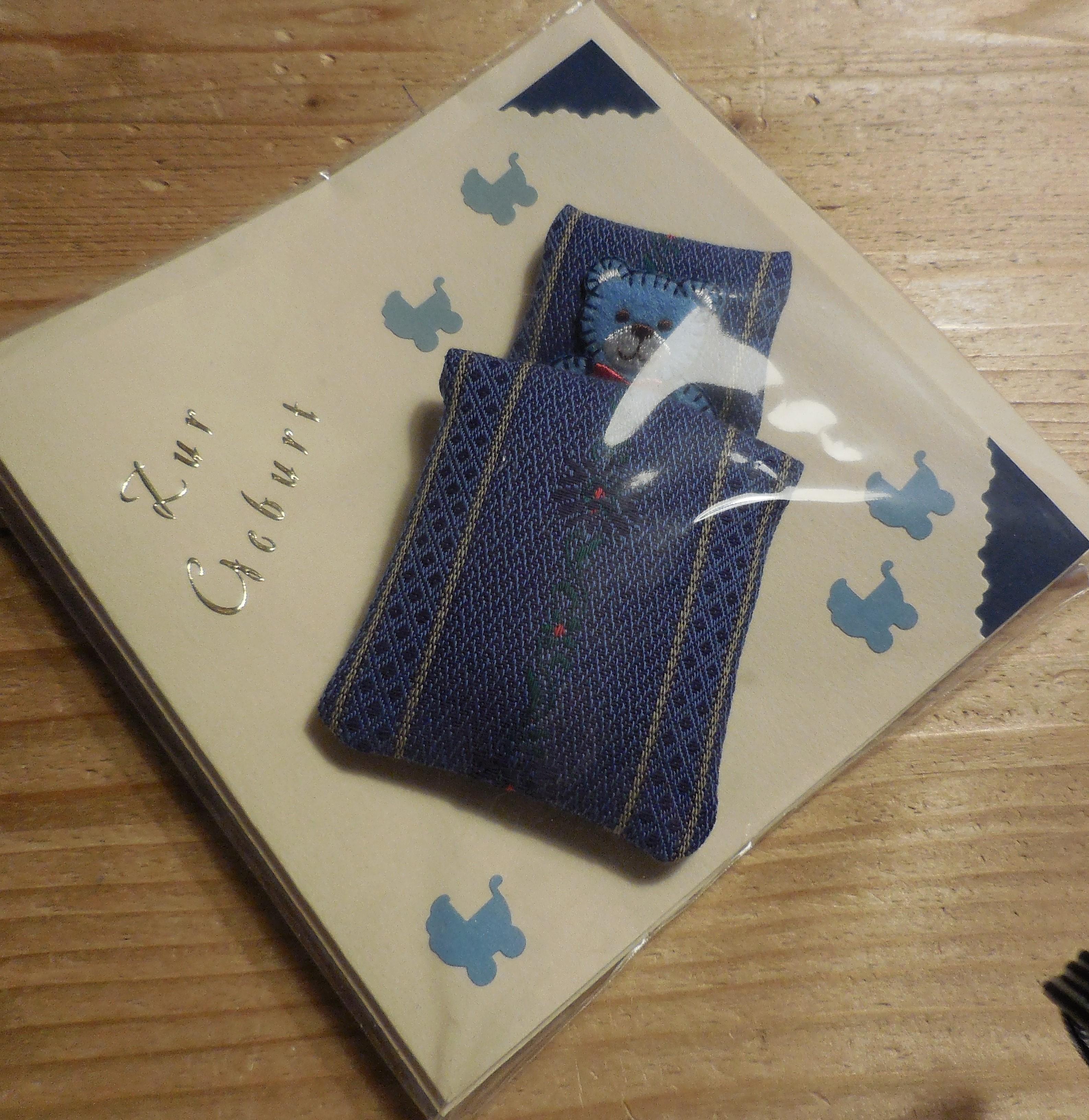 """Karte zur Geburt:  """"Baby im Edelweiss Bett"""""""