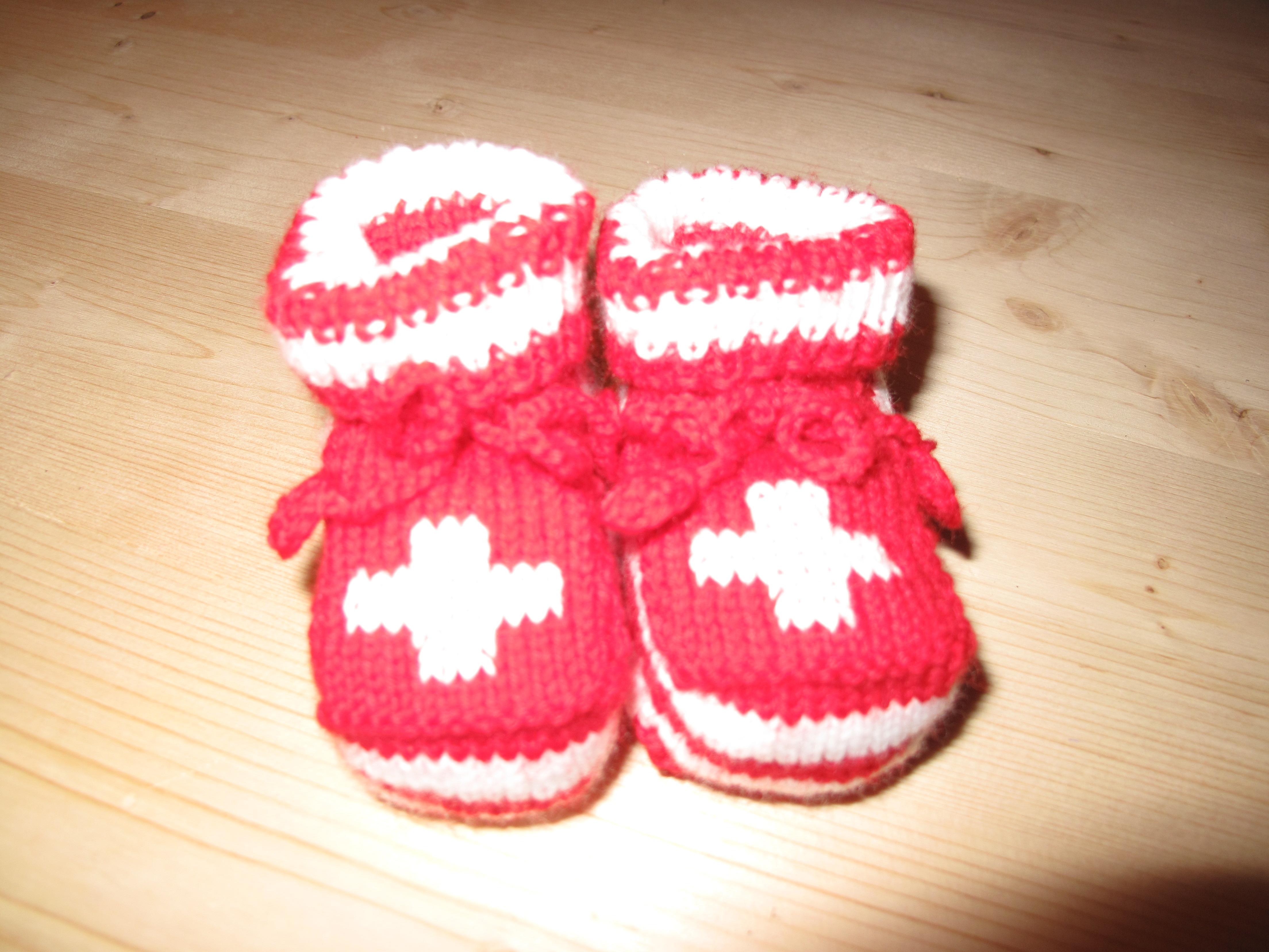 Baby Finkli rot mit CH Kreuz