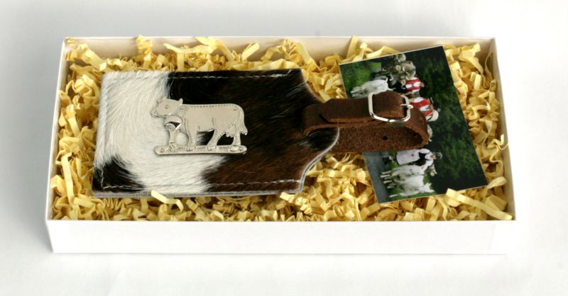 Adressenanhänger für Koffer, Kuhfell schwarz/weiss.