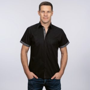 Hemd schwarz mit Edelweiss Innenkragen, Kurzarm